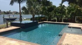 1014 - Classic Sunshelf Pool and Spa