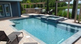 1028 - Classic Pool and Raised Spa with Benches